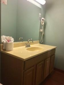 kingdelux-rolson-bathroom
